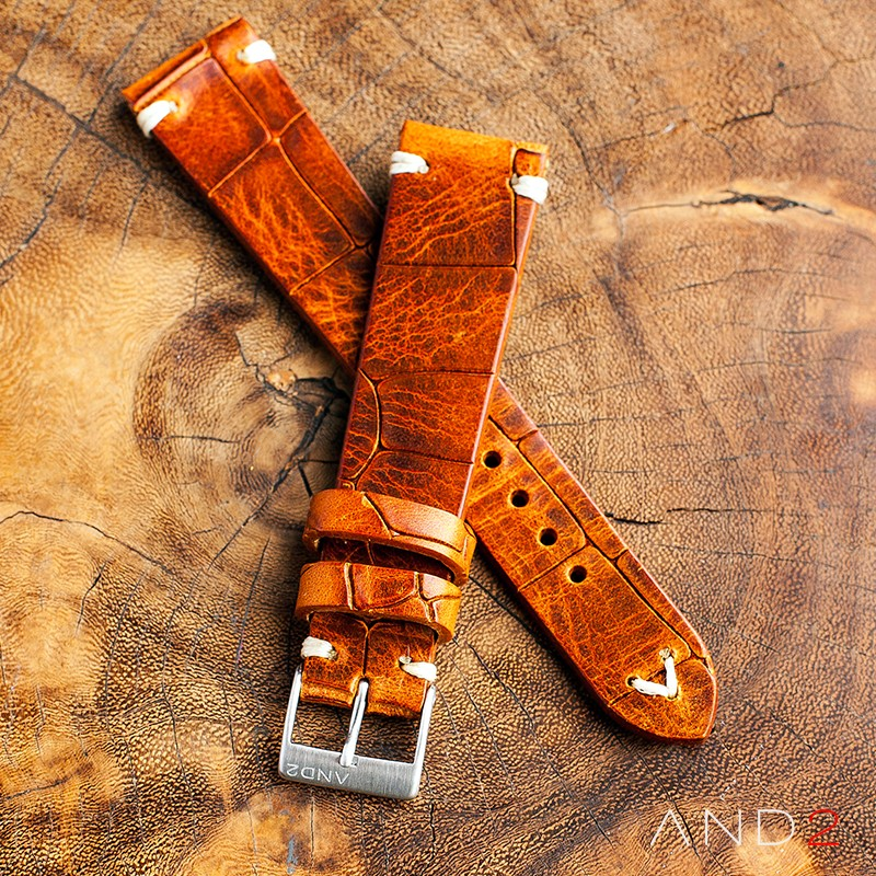 Vintage Cracked Croco Brown Leather Strap 19mm (White V-Stitching)